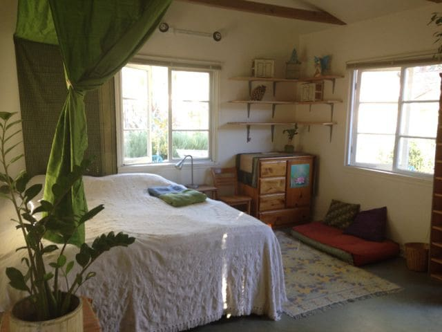 Charming, bright and spacious room - Ojai - House