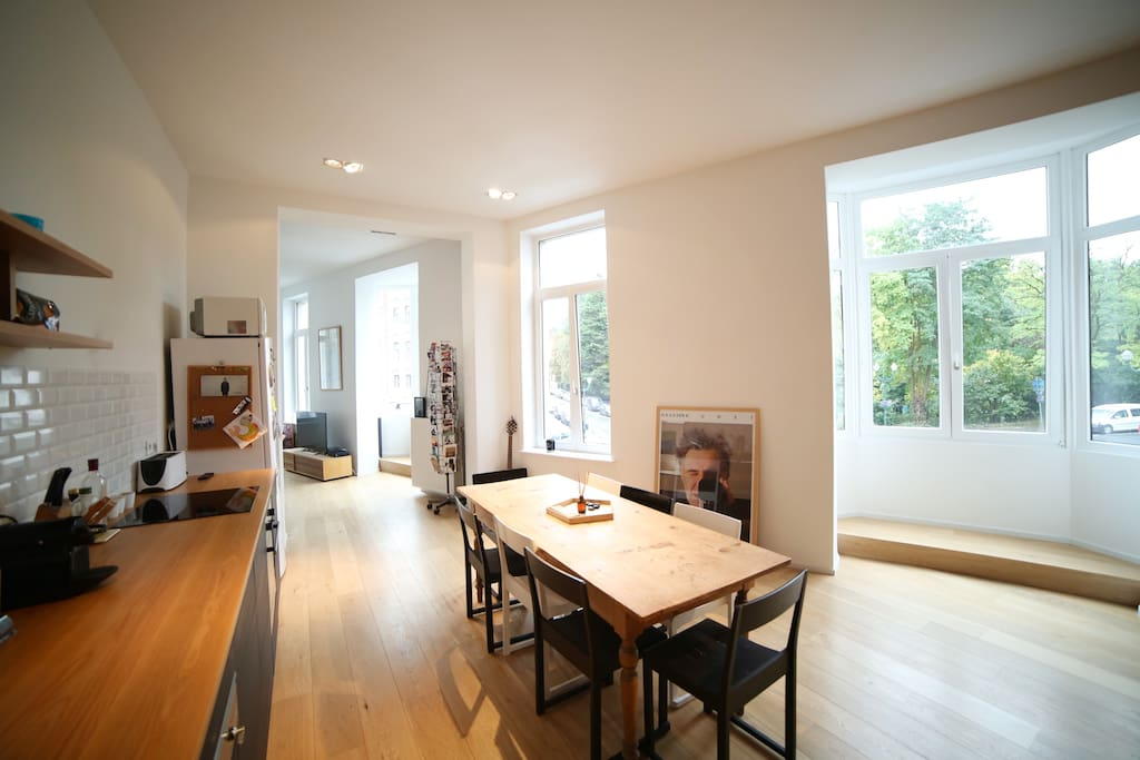 Kitchen & dining room, view on park