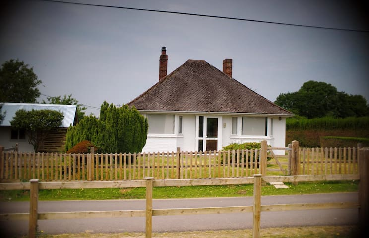 Cute cottage in lovely location - East End