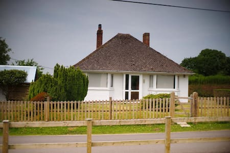 Cute cottage in lovely location - East End - 단독주택