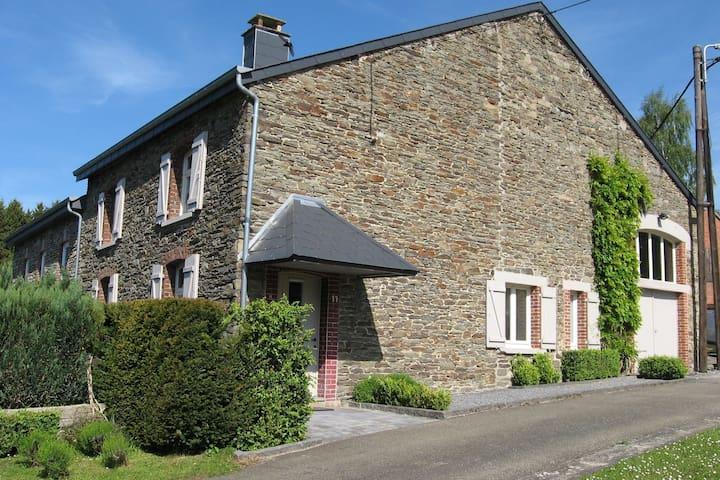 Typisch Ardense woning in Baillamont met een omheinde tuin