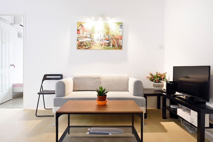 Beautiful Central Orchard Rd Lucky Plaza Apartment