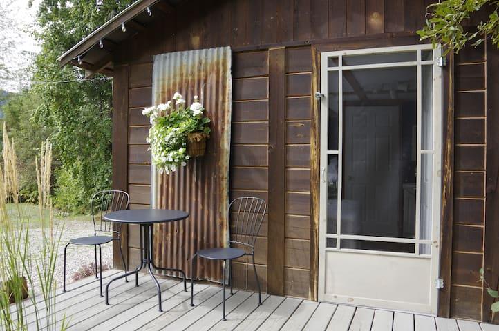 The Rusty Antler Cabin Bed & Breakfast