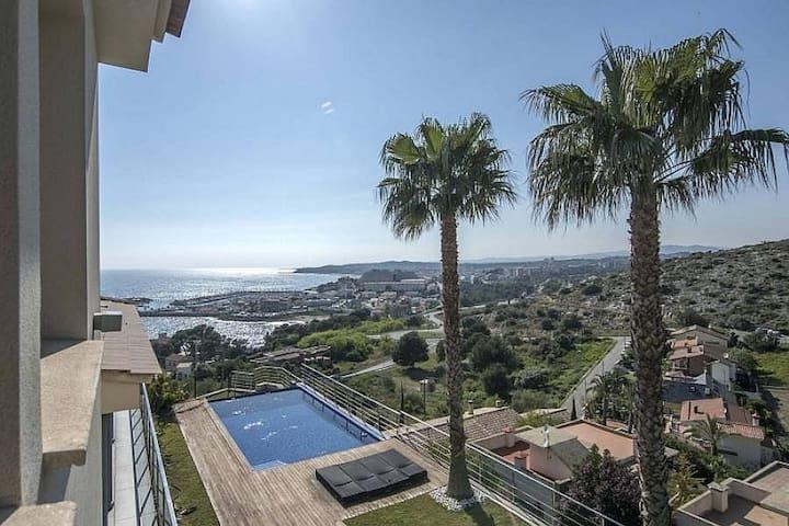Elegant villa with large private pool