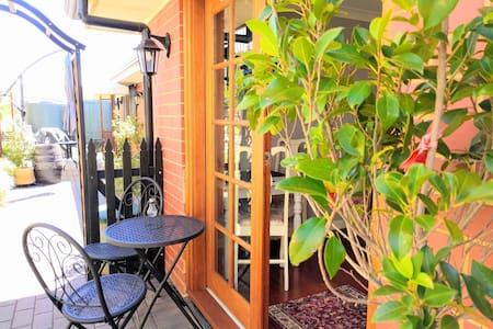 Bnb Private Bedroom, self contained - Mount Barker - Bed & Breakfast