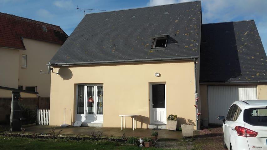 Chambre privée dans une maison en centre ville - Lessay - Hus