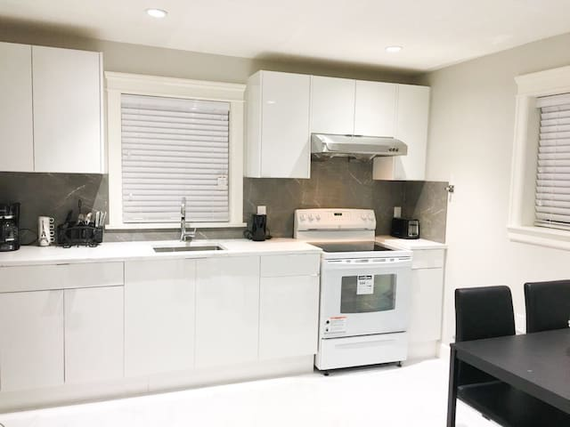 BRAND NEW, COMFORTABLE 2 BR PRIVATE GUEST HOME