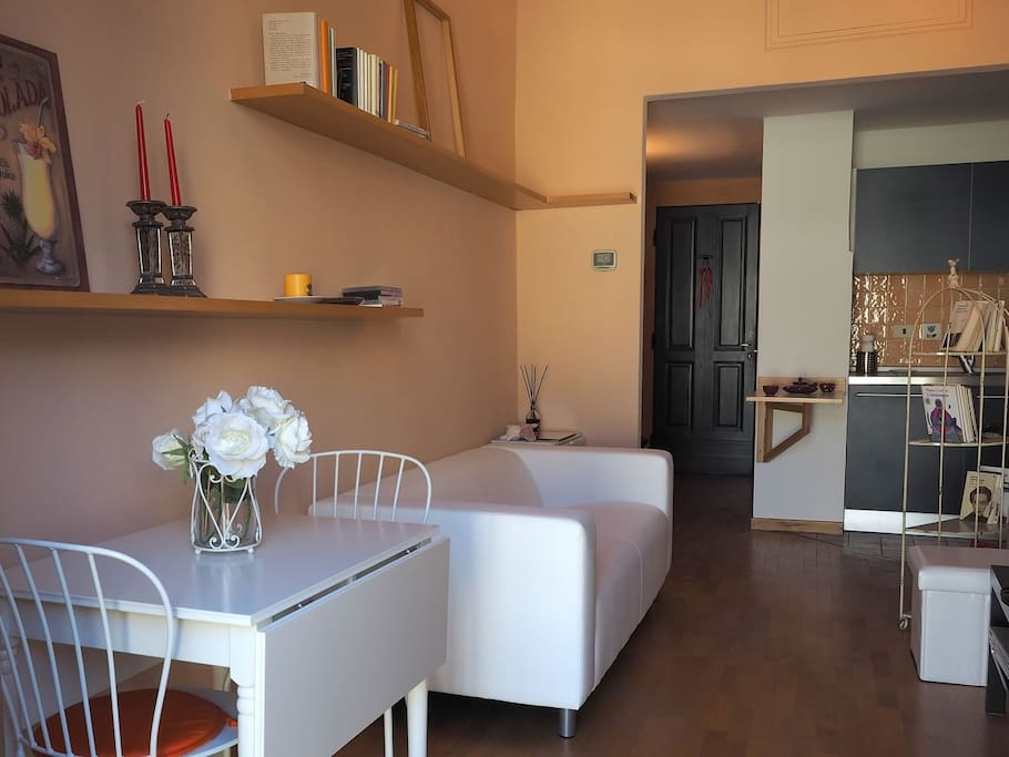 Gli scaffali  - Living room