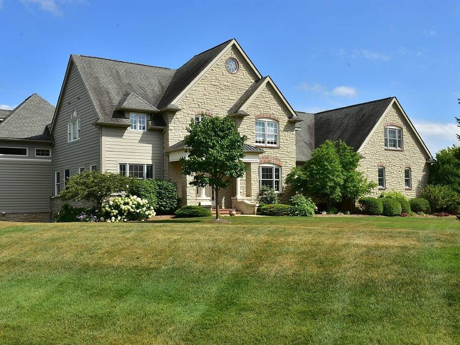 Spacious elegance high end retreat 7 mi from um houses for 3 4 houses in michigan