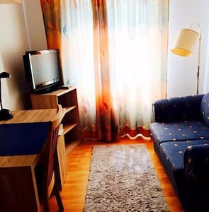 Coach surfers- shared cosy flat - Frankfurt am main - Casa