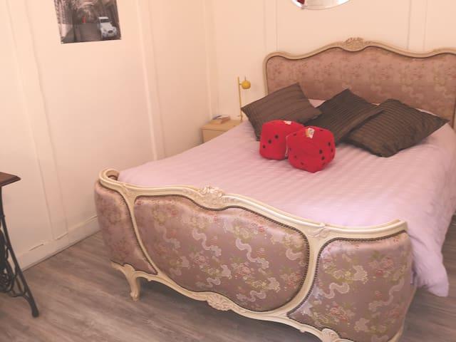 Vegas baby! Cute 1 double bed, Lake & BBQ, Tuffé