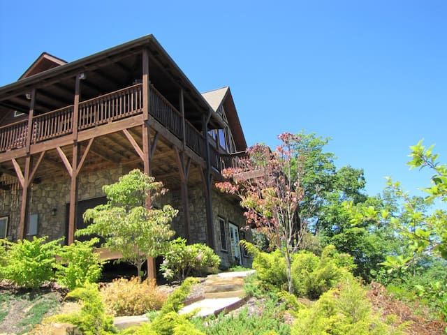 NEW to AirBnB! Mountain/Sunset Views ~ Updated cabin ~ Best view in Lake Lure
