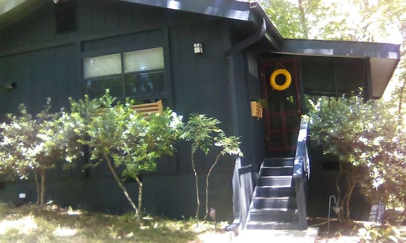 Quaint Mountain Cabin