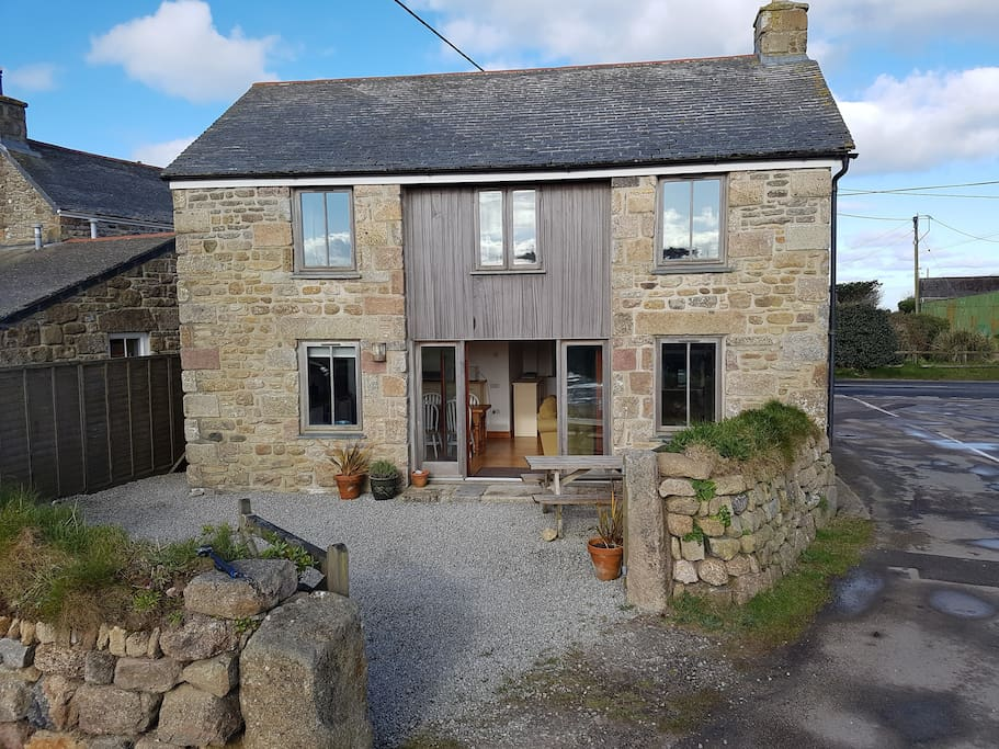 A well presented cottage with outdoor seating/dining and off road parking.