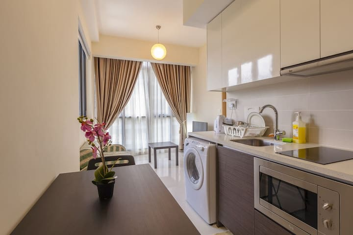 Amazing Spacious 1 Bedroom Apt Unit @ Central SG~