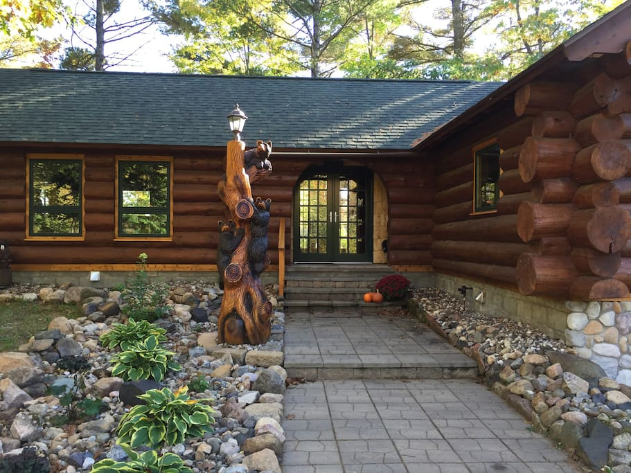 Main Entryway to the Cabin - The 3 Little Bears Welcome You!