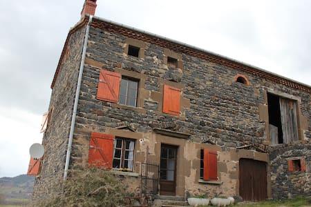 Maison en pierre à la campagne - Siaugues-Sainte-Marie