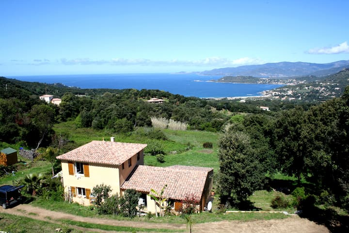 Maison vue mer, 3 kms de la plage,  proche Ajaccio