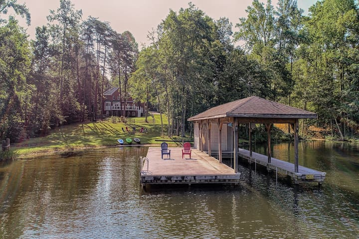 Lakefront home w/ boat dock, two firepits & a game room - dog friendly!