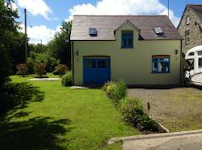PET FRIENDLY COTTAGE WITH WOOD BURNER - DETACHED - Pembrokeshire - House