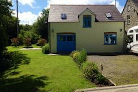 PET FRIENDLY COTTAGE WITH WOOD BURNER - DETACHED - Pembrokeshire - Casa