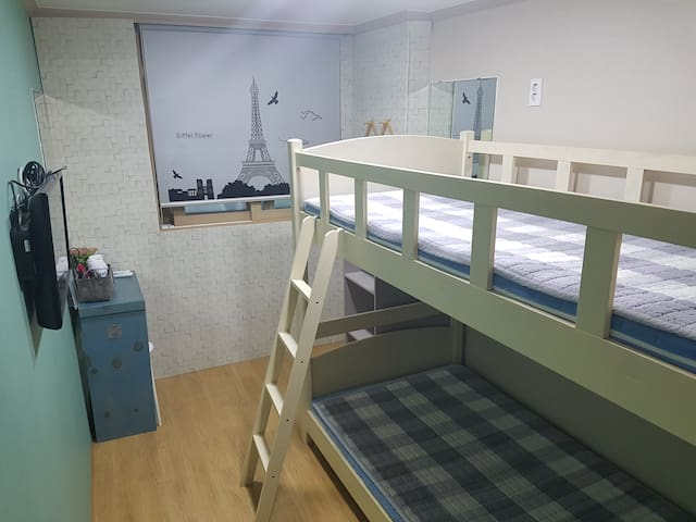 MY Hostel Twin Room with Private Bathroom-Bunk Bed
