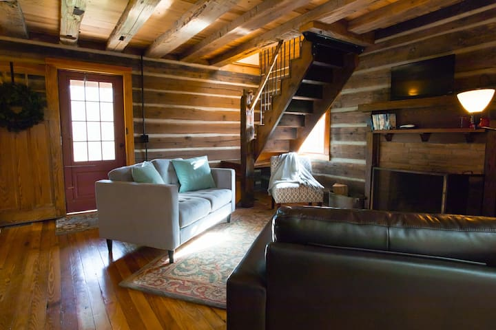 Papa Bear Cabin-cool cabin, awesome views & privacy!