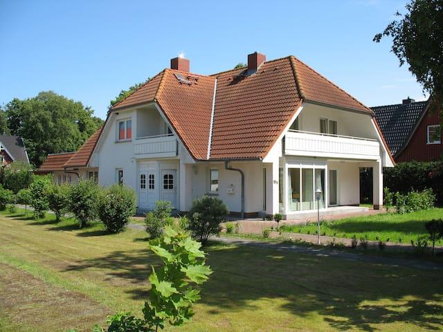 Ferienwohnung mit Terrasse - Prerow - Apartamento