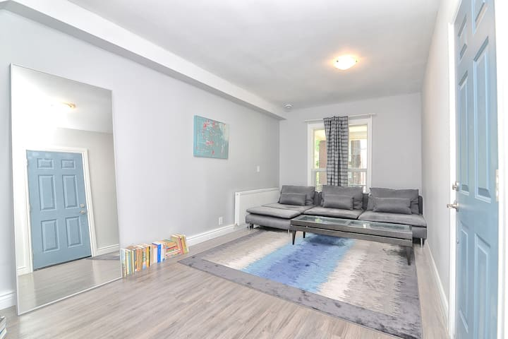 Leslieville Greenhouse - 1BR+Sofa Bed+Easy Parking