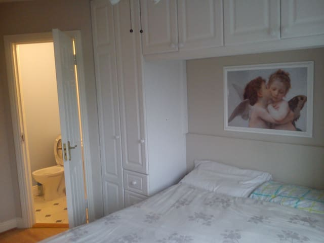 Double ensuite bedroom - Tallaght