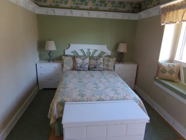2 Bedrooms in an Upstairs Suite In Nipomo