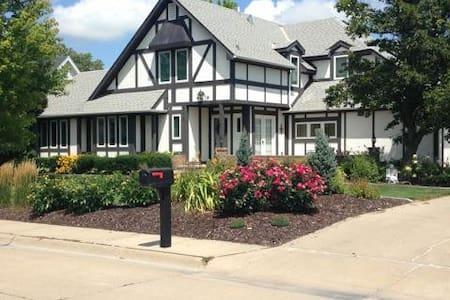 My English Cottage - Kearney - Casa