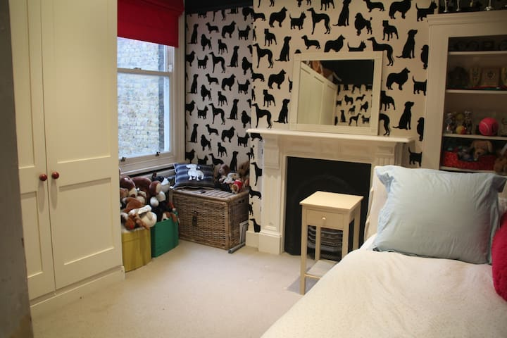 Double room with single bed - photos to be updated