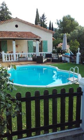 Charming 2 Bedroom Villa with Pool - Le Rouret - Casa
