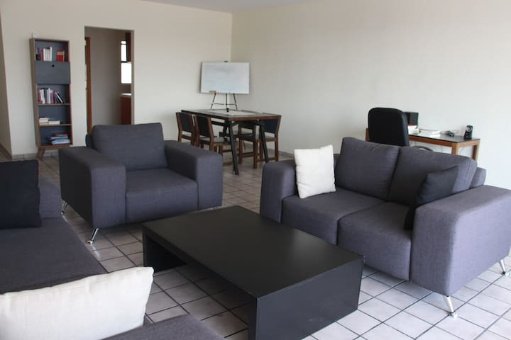 Spacious room, private bathroom, panoramic view - Guadalajara - Apartamento