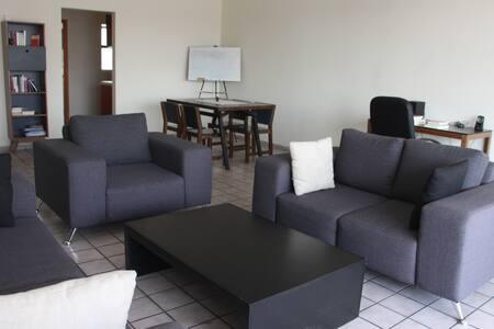 Spacious room, private bathroom, panoramic view - Guadalajara - Pis