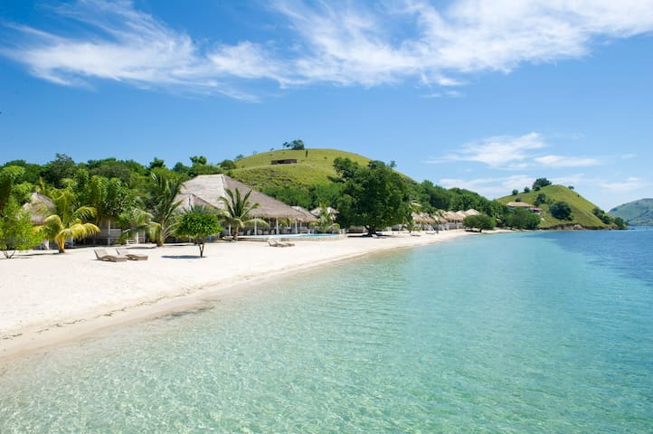 Sea Front Pvt. Island Bungalow w Breakfast-Dinner_ - Komodo
