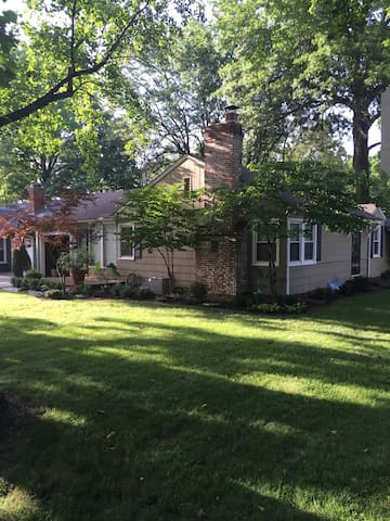 Comfortable home in cozy Roeland Park - Roeland Park - Ev