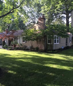 Comfortable home in cozy Roeland Park - Roeland Park