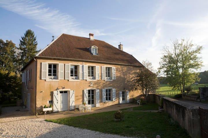 Passe-Heures /chambre Marie à Cenans, Hte Saône - Cenans - Gjestehus