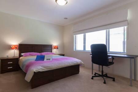 B3 Luxury Double 4km to Perth City - Karawara - Dům
