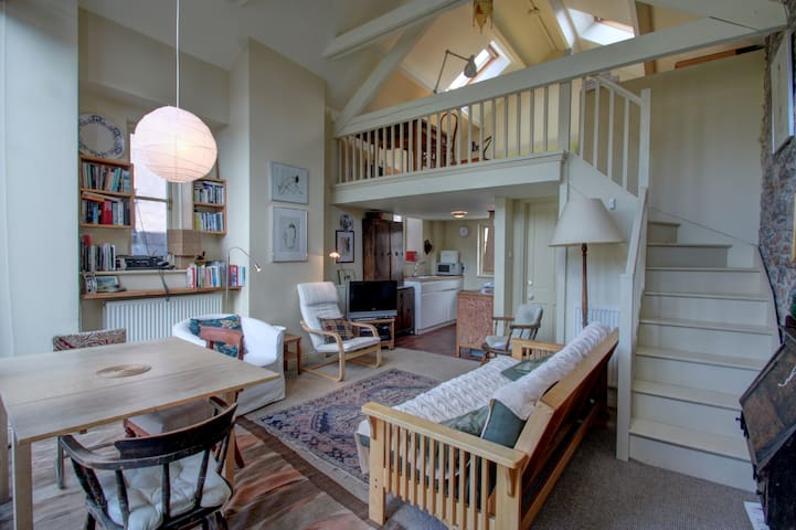 Lovely light airy apartment in centre of Totnes