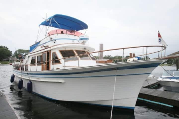 """Albin 43 Yacht """"G'DAY MATE"""" - Downtown Providence"""