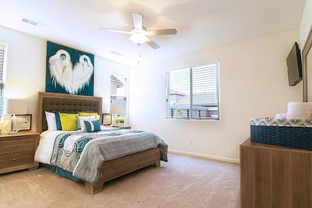** Impeccable Home Living ** Near Sequoia Park ** - Visalia - Haus