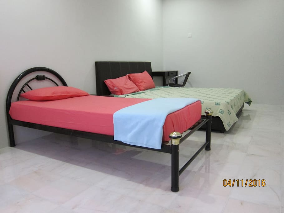 Bedroom 3 (1st. floor) with 1 king bed, 1 single bed, ceiling fan, air-con & a share bathroom with Bedroom 4