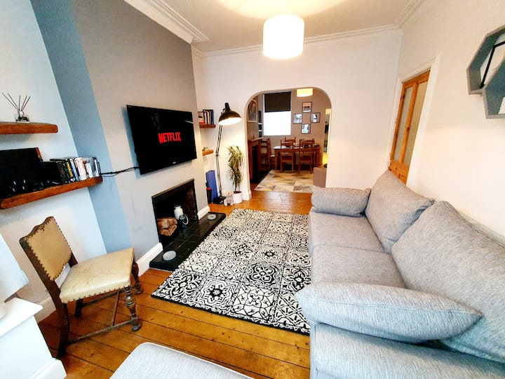 lovely 3 bed house close to the Uni & centre
