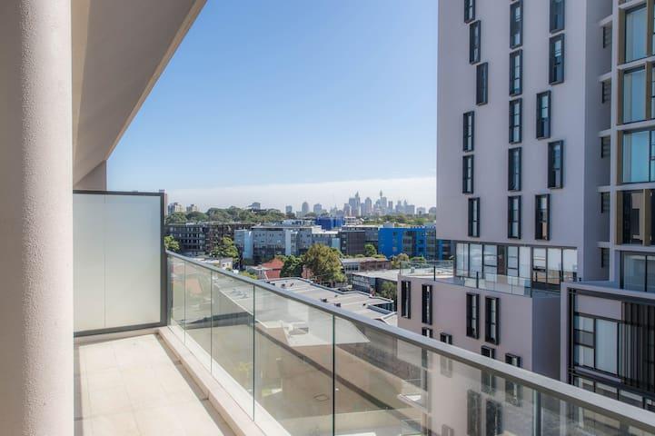 Luxury 3 bds Apt with parking - Sydney Skyline!