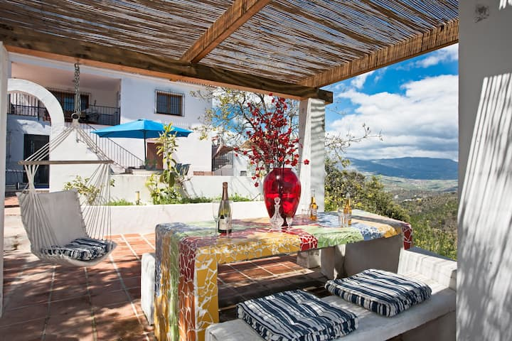 Casa Feliz: een ruim huis met een verwarmd zwembad