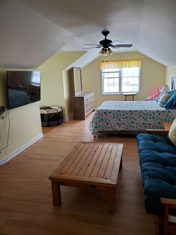 Grand Master Suite with Full Futon and Panoramic Views