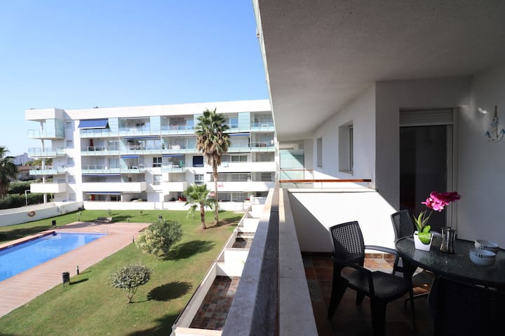 Apartment with pool for rent in Roses-PORT MAR 218